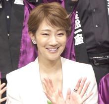 紅ゆずる、元宝塚男役が初の女性役 軍服姿でも「中身は完全に女性です」