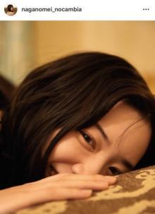 """永野芽郁、寝転び見つめてきて…どアップ""""添い寝""""ショット公開「彼氏目線ってやつ!」「これは寝れない」"""