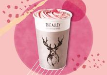 桜もちをイメージした豆乳プリンのトッピングも。「ジ アレイ」に登場する春限定のさくらドリンクにキュン♡