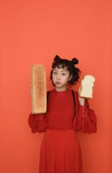 """""""芸能界イチのパン好き""""木南晴夏、愛するパン屋48軒を厳選"""