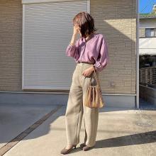 GUの「リネンブラウス」は春の着こなしにぴったり。くすみカラーが上品な印象をもたらしてくれるんです