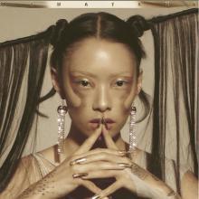 レディー・ガガも認める異才、リナ・サワヤマとは… デビューアルバム曲「XS」MV公開