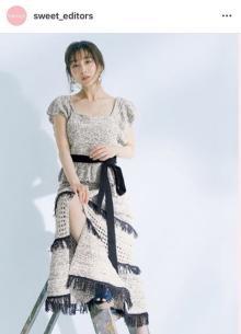 田中みな実、大胆スリットから美脚チラリ「新しい魅力を感じます」「デコルテ綺麗」
