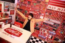 ジャイアン役・木村昴「コーラ」部屋公開 16年間で集めた1000点のコレクション