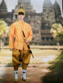 瀬戸康史、民族衣装で元気を届ける「石油王の匂いが…」「元気と金運もらえてそう」
