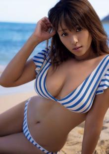 深田恭子、前代未聞の『週プレ』2号連続表紙 写真集から谷間あらわな衝撃カットも解禁