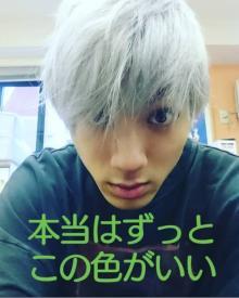 山田裕貴、3年前の銀髪ヘア公開に反響 「カッコいい!」「スゲー似合う」の声