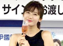 小倉優香、胸元&美脚あらわな大胆ショット「スーパーボディ」「かわいすぎる!」