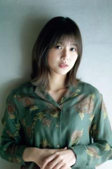 欅坂46・渡邉理佐、読者リクエストで人気グラビアのアザーカット公開
