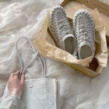 絶対に誰とも被らない靴みっけた♡涼し気デザインが夏にぴったりなKeenの「ユニーク スニーク」がかわいすぎます