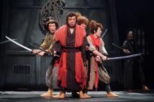 劇団☆新感線の舞台『けむりの軍団』が劇場へ 古田新太、早乙女太一、清野菜名ら出演