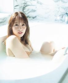 """神部美咲「成長した自分を見せたい!」 『ヤンマガ』初グラビア""""入浴カット""""解禁"""