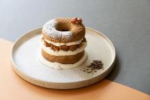 ほうじ茶の香ばしさがチーズの風味を引き立てる♡京都「コエ ドーナツ」で楽しめる期間限定メニューに注目