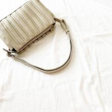 しまむらのプリーツバッグは新作も即完売の人気ぶり!ゲットできたら超ラッキーな幻のバッグなんです
