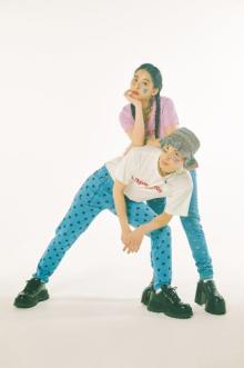 """""""オシャレすぎる姉弟""""よしあき&ミチ、2ショット撮影で息ピッタリのポージング"""