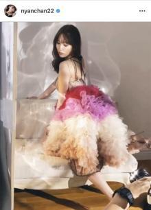小嶋陽菜、美背中あらわなドレス姿にファン興奮「かわいすぎて絶叫した、、」「背中がきれい」