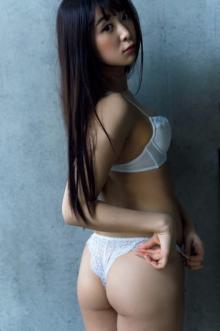"""真島なおみ「NTR」妄想グラビアで""""あざとい女子"""" こだわりは白い下着"""