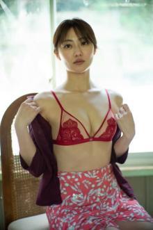奥山かずさ「女性美×エロス」写真集が発売前重版 新カット&こだわりポイント公開