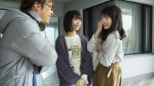 涙の福本莉子に浜辺美波が優しい笑顔見せる 映画『ふりふら』場面写真8枚解禁