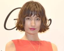 佐田真由美、胸元ざっくりキャミ姿で肌見せ「鎖骨が美しい」「いつまでも変わらずきれい」