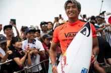 五十嵐カノア選手が見事なサーフィンテクニックを披露 アスリートらが華麗な技を紹介