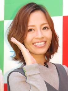 「大好きです」小森純、結婚10年目で夫婦2ショット公開 益若つばさ&鈴木奈々が「似てる」と祝福