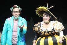 """新国立劇場、約5ヶ月ぶり公演再開 演者は全員""""マスク""""着用で演技 北村有起哉「慣れました」"""