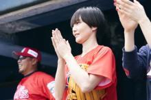 ミカミチサコ、新曲「Red Burn」MV公開 岩村明憲氏率いる球団の公式応援歌