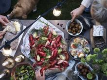 """夏限定!スウェーデンの夏の風物詩""""ザリガニ""""を「イケア」で味わおう"""