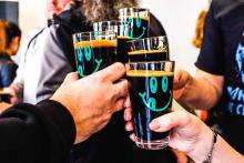 """目指すのはビールが単なるビール以上の存在になること。スウェーデン発""""オムニポロ""""のビールスタンドが日本上陸"""