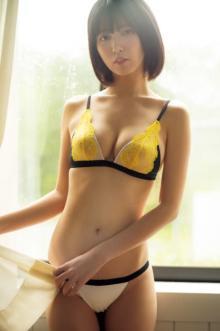 """""""北半球地下アイドル最強美少女""""月埜ヒスイ、叙情的なグラビアで新たな魅力"""