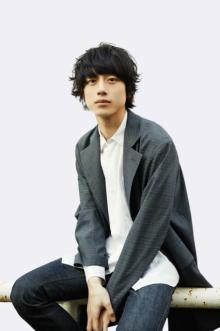 """坂口健太郎、柴咲コウと初共演で""""初恋の人""""に「今からとても楽しみ」"""