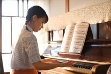 芳根京子主演ドキュメンタリードラマ『Akiko's Piano』今夜放送