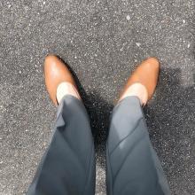 シンプルかわいいのに足が疲れないって本当すごい…。GUの新作フラットシューズがおでかけに手放せません