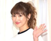 紗栄子、肩出し&美脚あらわな肌見せショット「スタイル抜群」「すべてがパーフェクト」
