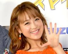 鈴木奈々、8年前のグラビアショットに反響「ボディコン!」「バストが成長してる!!」