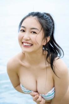 """Hカップの新星""現役女子大生グラドル・舞子、初々しい表情&ド迫力ボディで魅了"