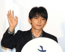 """吉沢亮、デビュー時の""""笑顔""""に自虐 目と口大きく開けホラー顔「気持ち悪っ!」"""