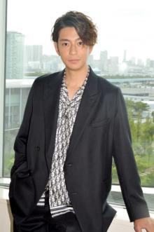 三浦翔平、32歳で制服披露に照れ「壁ドンもやりました(笑)」
