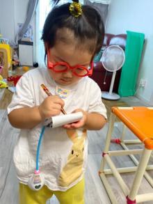"""名医の貫禄? """"3歳児のお医者さん""""に反響「なんでも治る気がする」"""