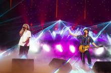 コブクロ、初の配信ライブで渾身の新曲初披露 無観客でも爆笑トーク連発