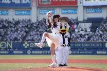 鈴木愛理、始球式に向け1週間練習で300投球超えも… 本番ノーバンならず嘆き「60点」