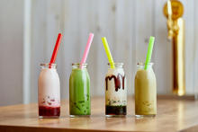 牛乳瓶入りわらび餅ドリンク&ホットサンドが美味しそう♩大阪なんばに昼間だけオープンするカフェをチェック!