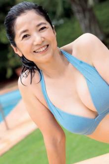 """宮崎美子、自身初のカレンダーで""""40年ぶり""""ビキニ姿披露「新鮮な気持ちで撮影しました」"""