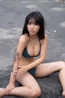 """""""令和のグラビアクイーン""""沢口愛華、17歳の最新ビキニたっぷり披露"""