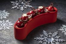 スペシャリテは真紅のブッシュドノエル♡ヒルトン名古屋、今年のクリスマスケーキはモダン×ゴージャス!