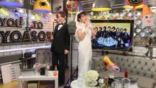 """小松未可子&上坂すみれ""""結婚式""""開催、新郎新婦コスプレでキス「満足しちゃった♪」"""