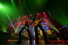 B'z、5週連続ライブ配信で魅せた多彩な映像美と感動の余韻