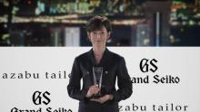 """鈴木保奈美、日本人女性として初の受賞「""""2020年=スーツ""""という1年」"""