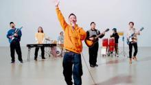 """瑛人、新曲「ライナウ」MVにチョコプラ出演 「香水」MV""""完全再現""""きっかけに仲深め実現"""